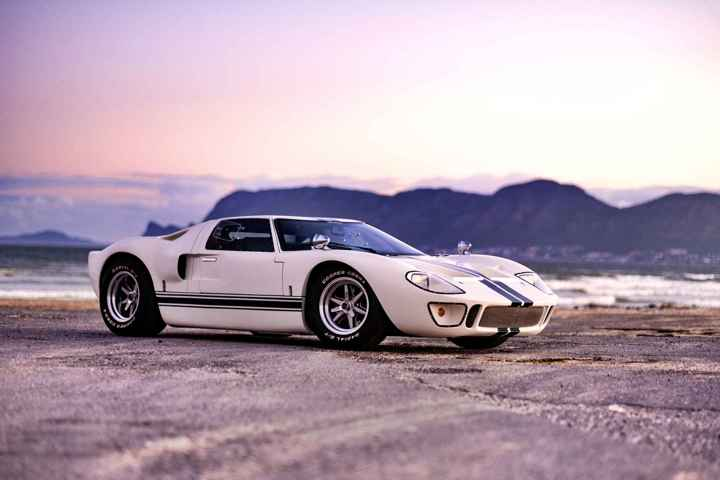 CAV Ford GT40 replica manufacturer builder factory wimbledon white blue stripes BRM wheels side view false bay cape town